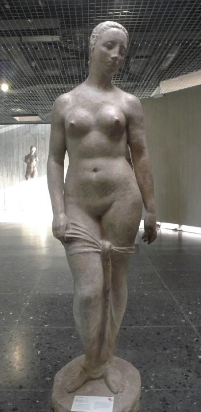 stehende weiblichefigur.jpg
